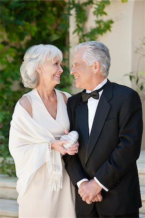 Well-dressed senior couple smiling face to face Stock Photo - Premium Royalty-Free, Code: 635-03577804