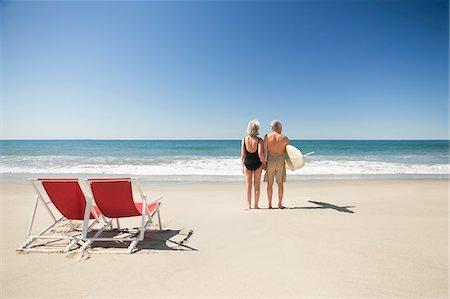 Senior couple with surfboard on beach Stock Photo - Premium Royalty-Free, Code: 635-03577841