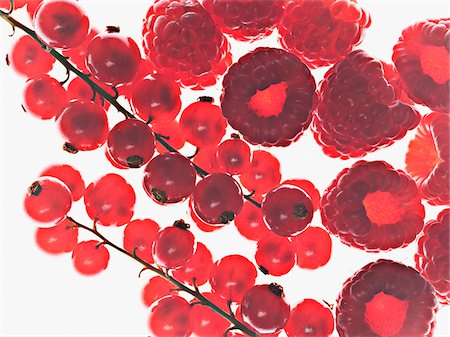 Close up of red currants and raspberries Stock Photo - Premium Royalty-Free, Code: 635-03641730