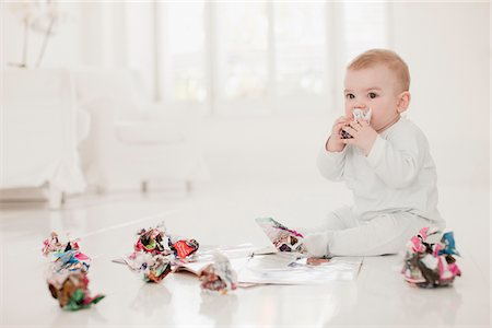 page - Baby on floor with crumpled paper Stock Photo - Premium Royalty-Free, Code: 635-03641848