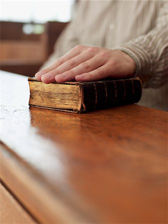 Hand of witness on Bible in courtroom Stock Photo - Premium Royalty-Free, Code: 635-03642121
