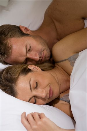 Couple sleeping in bed together Stock Photo - Premium Royalty-Free, Code: 635-03684851