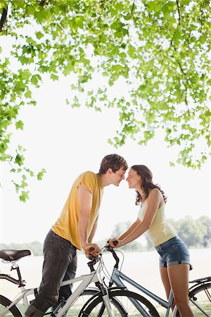 Couple on bicycles stopping and kissing Stock Photo - Premium Royalty-Free, Code: 635-03685201