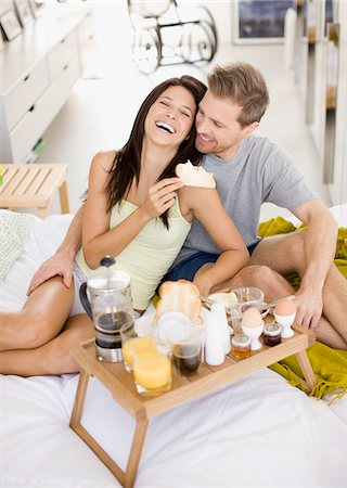 Happy couple having breakfast in bed Stock Photo - Premium Royalty-Free, Code: 635-03685561
