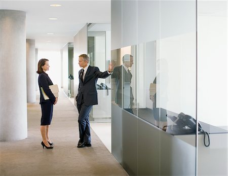 Business people talking in modern office corridor Stock Photo - Premium Royalty-Free, Code: 635-03685595