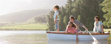 side view of person rowing in boat - Family in rowboat on lake Stock Photo - Premium Royalty-Free, Code: 635-03859738