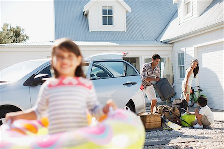 Family unpacking car in driveway Stock Photo - Premium Royalty-Free, Code: 635-03859751