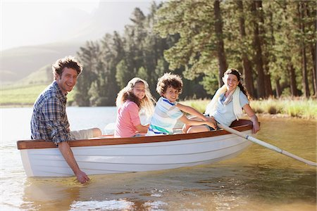 side view of person rowing in boat - Family in rowboat on lake Stock Photo - Premium Royalty-Free, Code: 635-03859766