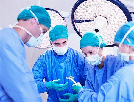 Surgeons in operating room Stock Photo - Premium Royalty-Free, Code: 635-03860039