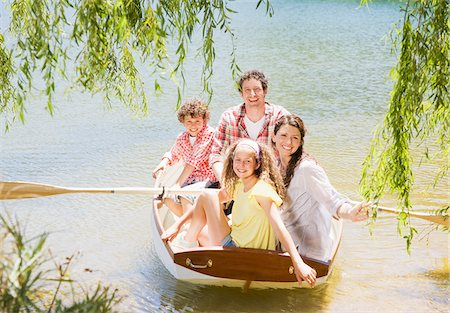 side view of person rowing in boat - Family in rowboat on lake Stock Photo - Premium Royalty-Free, Code: 635-03860183
