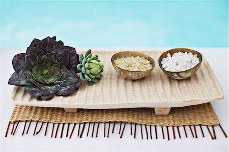 Bath salts in bowls at poolside Stock Photo - Premium Royalty-Free, Code: 635-03860311