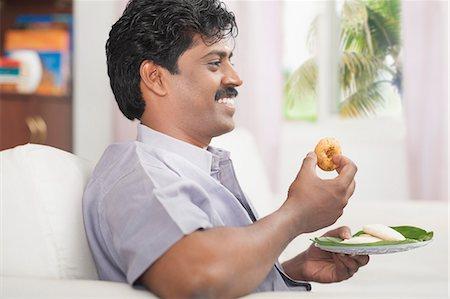 South Indian man having vada Stock Photo - Premium Royalty-Free, Code: 630-06724922