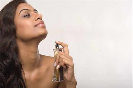Woman applying perfume Stock Photo - Premium Royalty-Free, Code: 630-06722967
