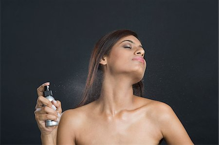 Woman applying perfume Stock Photo - Premium Royalty-Free, Code: 630-06722968