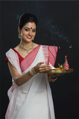 Indian woman in traditional clothing holding religious offering Stock Photo - Premium Royalty-Free, Code: 630-06723387