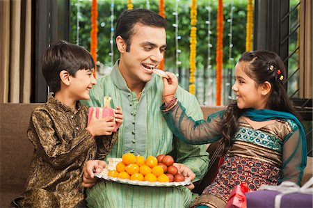 Family celebrating Diwali Stock Photo - Premium Royalty-Free, Code: 630-07071981