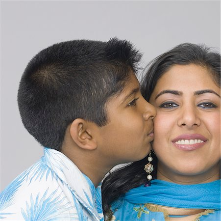 preteen kissing - Side profile of a boy kissing his mother Stock Photo - Premium Royalty-Free, Code: 630-02219406