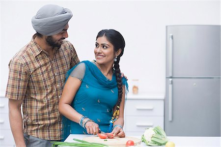Couple chopping vegetables in the kitchen Stock Photo - Premium Royalty-Free, Code: 630-03482854