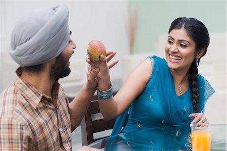 Woman feeding an apple to a man Stock Photo - Premium Royalty-Free, Code: 630-03482865