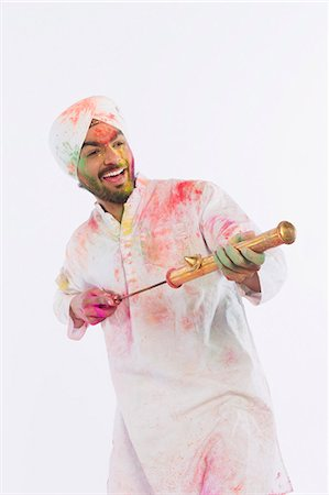 Man playing Holi with a pichkari Stock Photo - Premium Royalty-Free, Code: 630-03482912