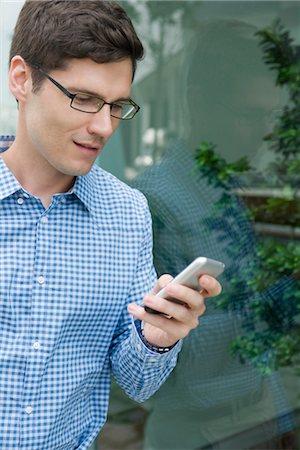 Man text messaging Stock Photo - Premium Royalty-Free, Code: 632-05401207