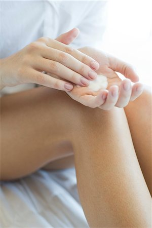 Woman moisturizing legs, cropped Stock Photo - Premium Royalty-Free, Code: 632-05553673