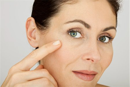 prevention - Woman touching face, portrait Stock Photo - Premium Royalty-Free, Code: 632-05604018