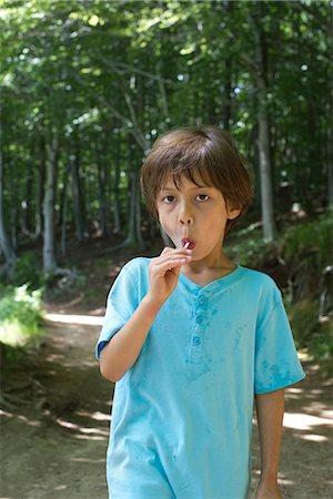 sucking - Young boy eating lollipop, portrait Stock Photo - Premium Royalty-Free, Code: 632-05604281