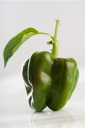 Fresh green bell pepper Stock Photo - Premium Royalty-Free, Code: 632-05604475
