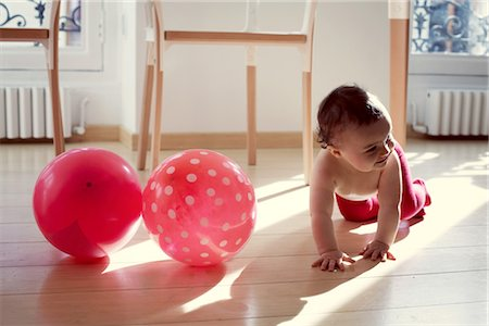 Infant crawling by pink ballons Stock Photo - Premium Royalty-Free, Code: 632-05759500