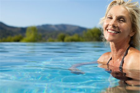 Mature woman relaxing in pool, portrait Stock Photo - Premium Royalty-Free, Code: 632-05816172