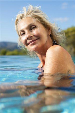 Mature woman relaxing in pool, portrait Stock Photo - Premium Royalty-Free, Code: 632-05816415