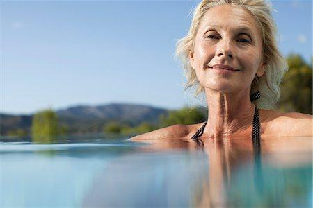 Mature woman relaxing in pool, portrait Stock Photo - Premium Royalty-Free, Code: 632-05816638