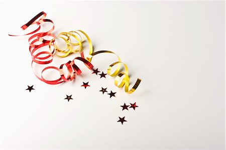 Confetti and gift-wrap ribbon Stock Photo - Premium Royalty-Free, Code: 632-05991472
