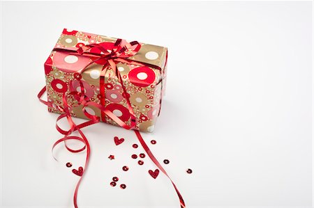 Festively wrapped gift Stock Photo - Premium Royalty-Free, Code: 632-05991504