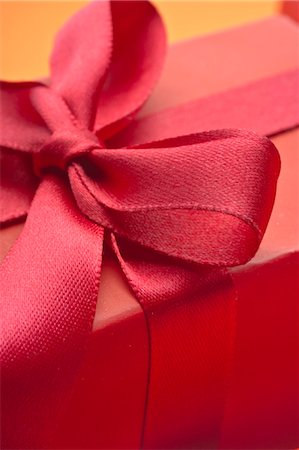 present wrapped close up - Festively wrapped gift Stock Photo - Premium Royalty-Free, Code: 632-05991568
