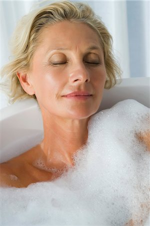 Mature woman relaxing in bubble bath with eyes closed, portrait Stock Photo - Premium Royalty-Free, Code: 632-05991654