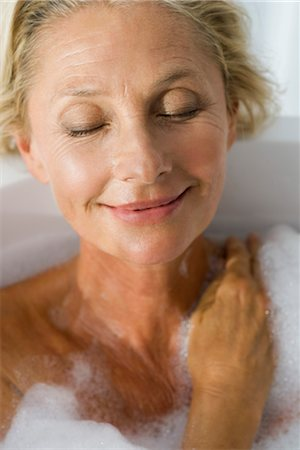 Mature woman relaxing in bubble bath with eyes closed, portrait Stock Photo - Premium Royalty-Free, Code: 632-05991721