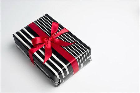 Festively wrapped gift Stock Photo - Premium Royalty-Free, Code: 632-05991956