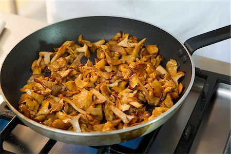 stove - Cooking chanterelle Stock Photo - Premium Royalty-Free, Code: 632-05992026