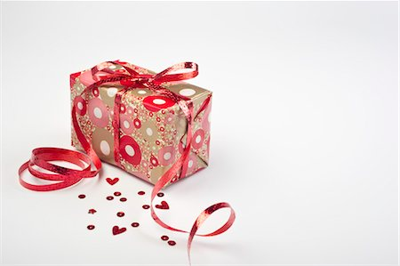 Festively wrapped gift Stock Photo - Premium Royalty-Free, Code: 632-05992221
