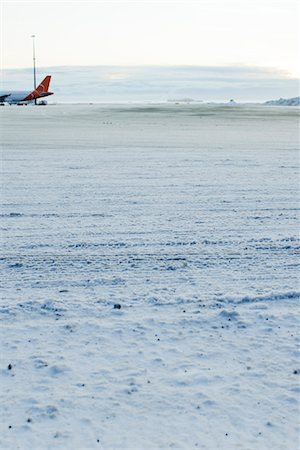 Plane on snow-covered tarmac at Keflavic International Airport, Keflavik, Iceland Stock Photo - Premium Royalty-Free, Code: 632-06029968
