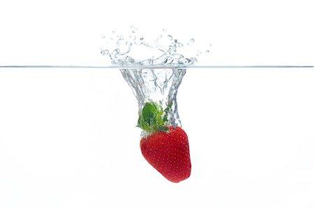 splash - Strawberry splashing into water Stock Photo - Premium Royalty-Free, Code: 632-06030139