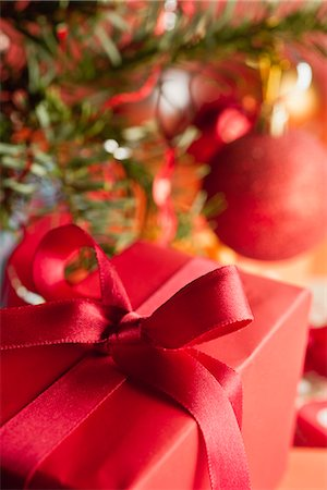 present wrapped close up - Christmas gift, close-up Stock Photo - Premium Royalty-Free, Code: 632-06118320