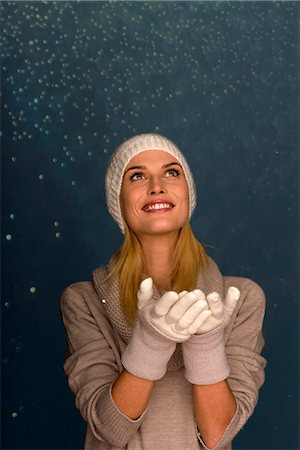 Woman wearing knit hat and gloves in front of snowy background, portrait Stock Photo - Premium Royalty-Free, Code: 632-06118331