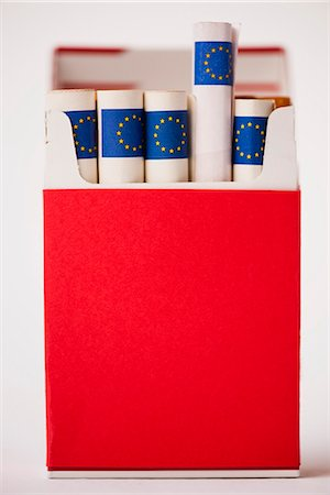 dece11 - Cigarette pack containing rolled euros Stock Photo - Premium Royalty-Free, Code: 632-06118408