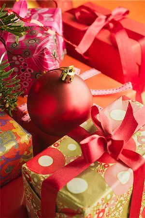 present wrapped close up - Christmas ornament resting on festively wrapped gifts Stock Photo - Premium Royalty-Free, Code: 632-06118747