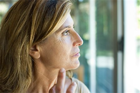 Mature woman looking away in thought Stock Photo - Premium Royalty-Free, Code: 632-06317704