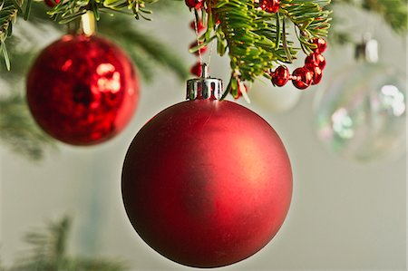 Christmas baubles hanging from Christmas tree Stock Photo - Premium Royalty-Free, Code: 632-06354091