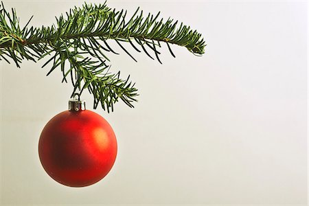 Red Christmas bauble hanging from Christmas tree Stock Photo - Premium Royalty-Free, Code: 632-06354337